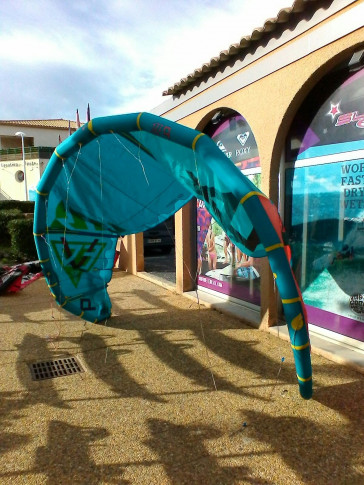 Aile North Kiteboarding EVO 9 m² 2015 d'occasion nue